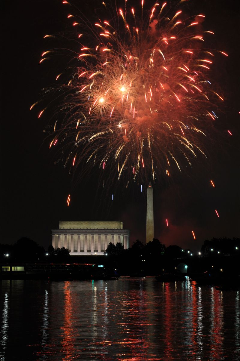 !Fourth_of_July_Fireworks_at_Washington_DC